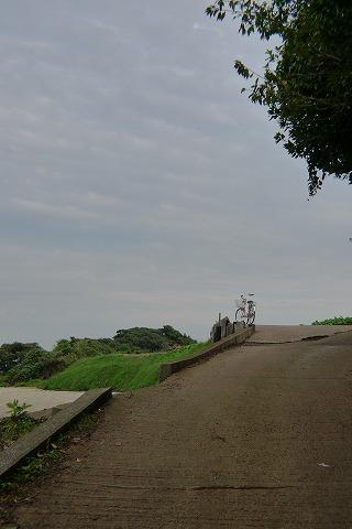 畑道と自転車